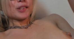 Geile blonde Brillenschlange